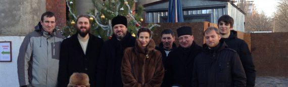 Все вместе украсили храм к светлому празднику Рождества Христова