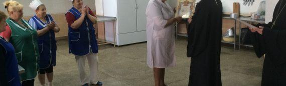 Настоятель нашего храма поздравил труждающихся КГКБ №8