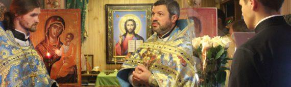 Настоятель нашего храма поздравил клирика благочиния с 40-летним юбилеем