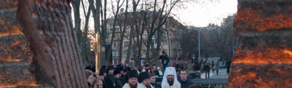 У Мемориала памяти жертв голодоморов в Украине вознесена молитва за упокой душ невинно пострадавших соотечественников