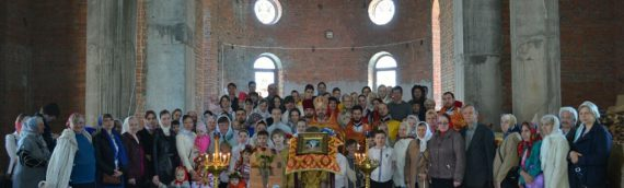 Состоялось первое богослужение в верхнем (главном) храме прихода святых бессребреников Космы и Дамиана Римских.