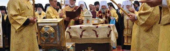 Предстоятель возглавил торжественный молебен ко Дню крещения Руси на Владимирской горке.