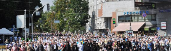 Около 100 000 верующих УПЦ приняли участие в молебне и крестном ходе в День крещения Руси.