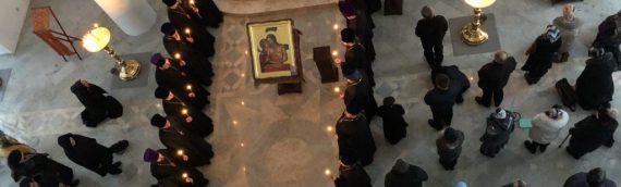 Архиепископ Боярский Феодосий совершил чтение заключительной части Великого покаянного канона в сослужении духовенства Оболонского благочиния.