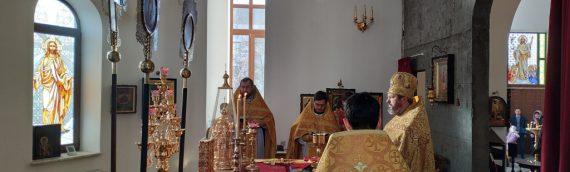 За воскресным богослужением верующим было зачитано постановление Собора епископов Украинской Православной Церкви.