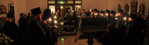Архиепископ Феодосий совершил чтение Великого покаянного канона в сослужении духовенства Оболонского благочиния.