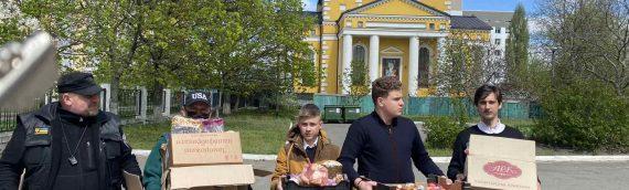 Община храма Космы и Дамиана передала продуктовую помощь Киевской городской больнице №8.