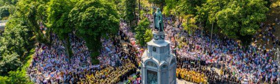 Духовенство и миряне Оболонского благочиния приняли участие в молебне и Крестном ходе по случаю празднования 1033-летия Крещения Руси.